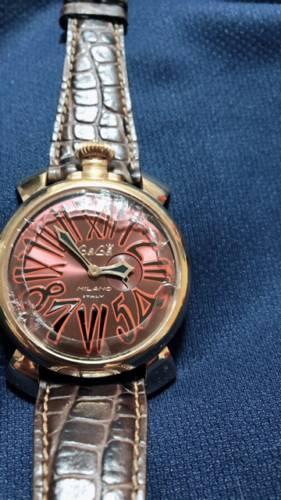 時計のガラスが破損している修理前のガガミラノマニュアーレ46